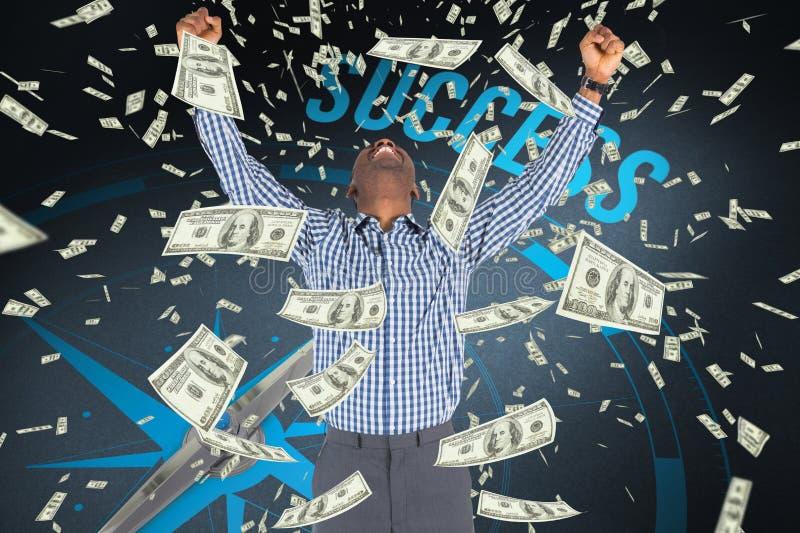 l'homme d'affaires exprime sa joie contre l'argent tombant du fond de ciel image libre de droits