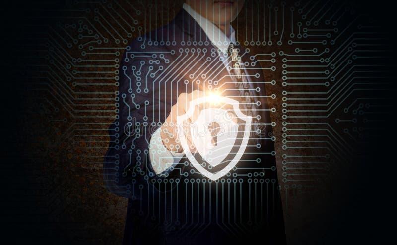 L'homme d'affaires met la protection sur l'ordinateur illustration de vecteur