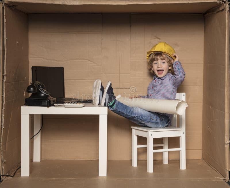 L'homme d'affaires mineur investit dans les immobiliers photo stock