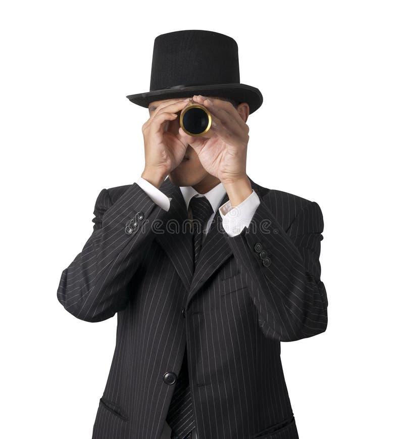 L'homme d'affaires regarde par un télescope photo libre de droits