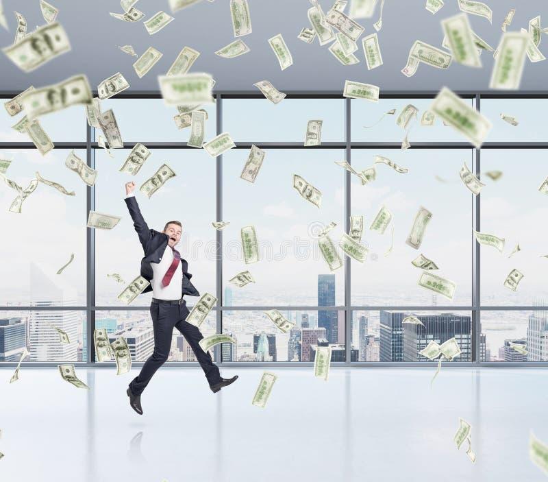 L'homme d'affaires sautant, pluie d'argent images libres de droits
