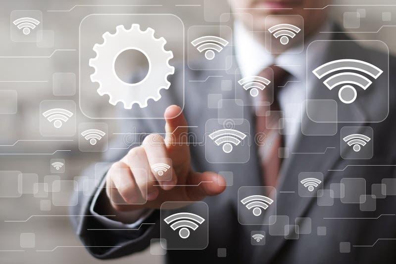 L'homme d'affaires social de WiFi de réseau presse l'icône d'ingénierie de Web de bouton image stock