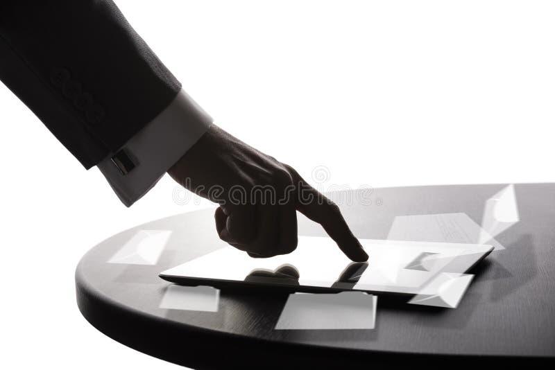 L'homme d'affaires travaille avec le PC photographie stock