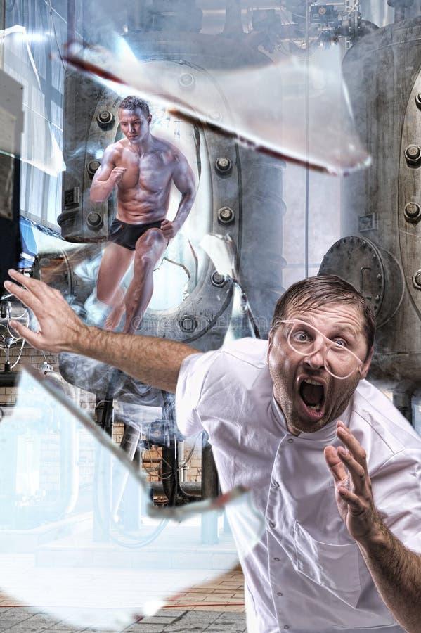 L'homme dans le laboratoire photos libres de droits