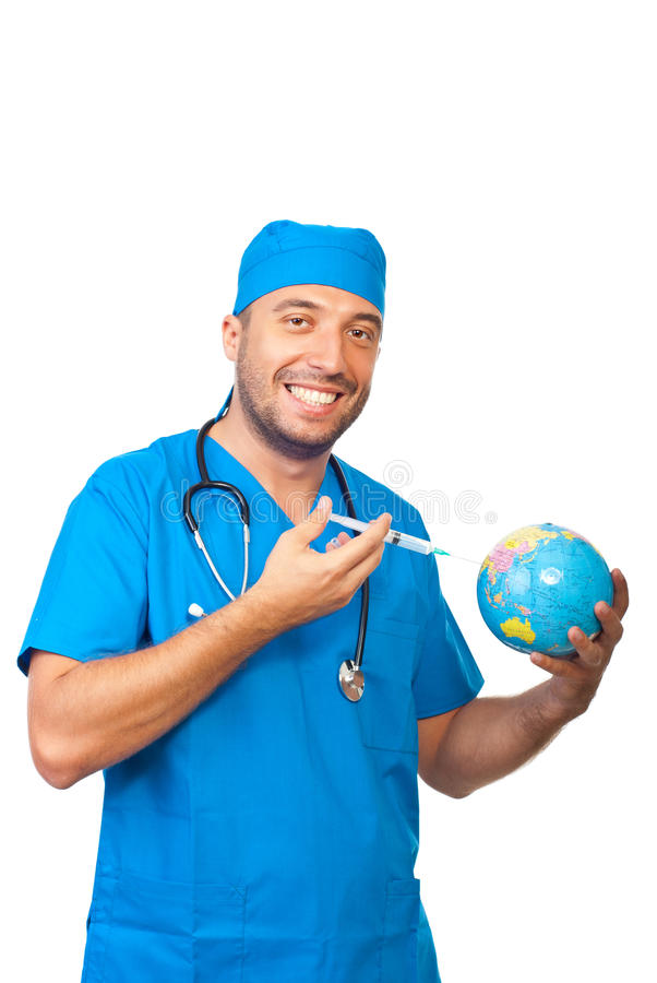 L'homme de docteur immunisent le globe de la terre photos stock