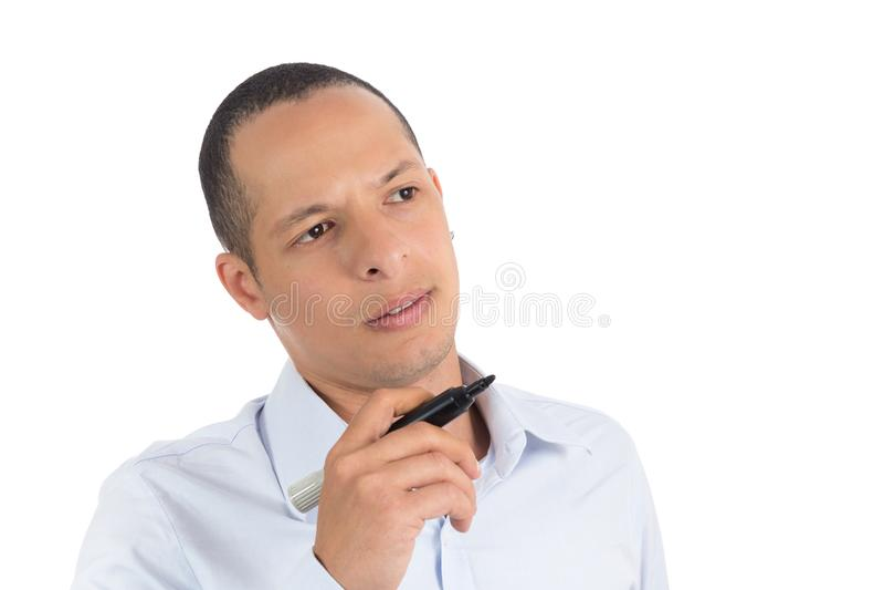 L'homme dispose à écrire sur le conseil Il Latino du ` s D'isolement sur le whi photographie stock