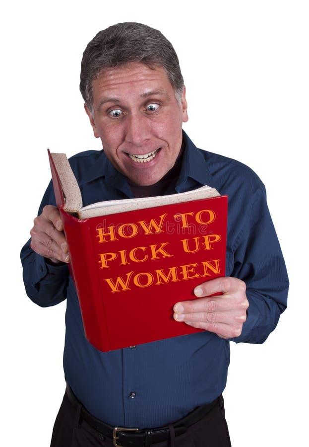 L'homme drôle a affiché le livre, datation, recherchant une datte image stock
