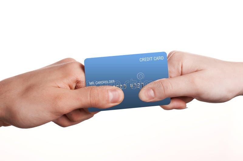L'homme et la femme se battent en duel pour par la carte de crédit photo stock