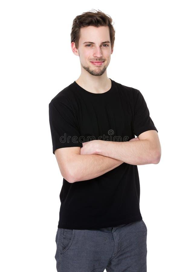 L'homme occasionnel avec des bras a croisé d'isolement sur le fond blanc images libres de droits