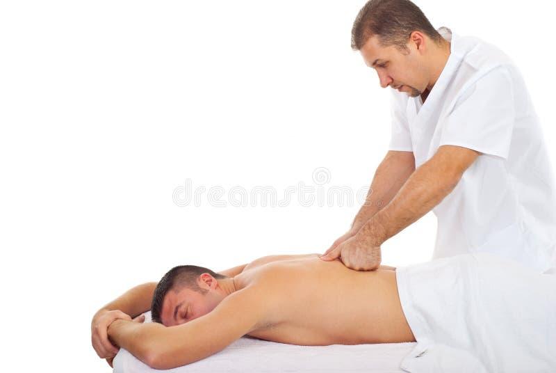 L'homme reçoivent le massage arrière profond images libres de droits