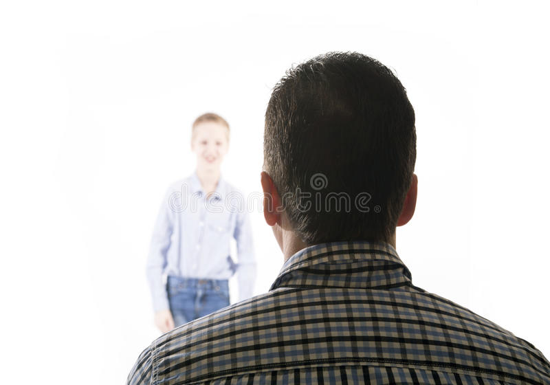 L'homme regarde le garçon photos libres de droits