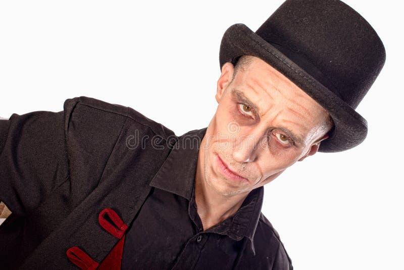 L'homme s'est habillé comme vampire pour le Halloween image stock
