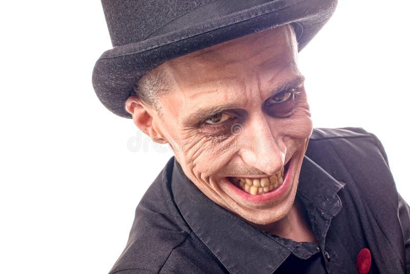 L'homme s'est habillé comme vampire pour le Halloween images libres de droits