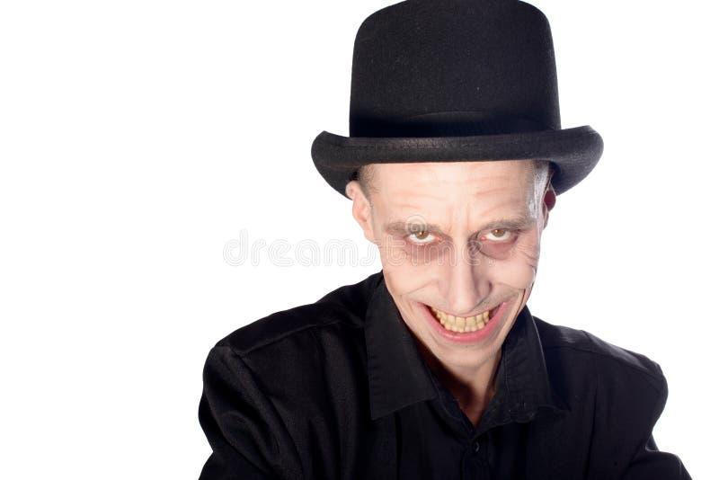 L'homme s'est habillé comme vampire pour le Halloween photo libre de droits