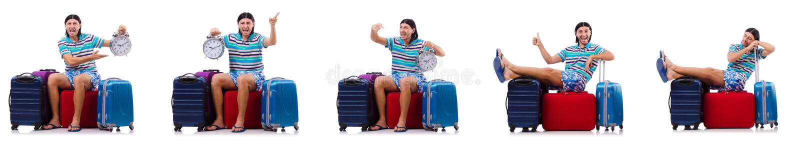 L'homme voyageant avec des valises d'isolement sur le blanc images stock