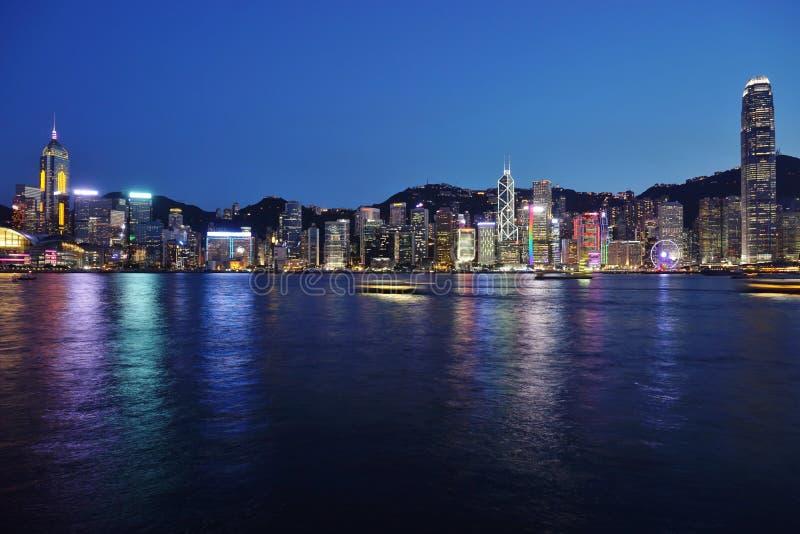 L'horizon de Hong Kong la nuit photographie stock