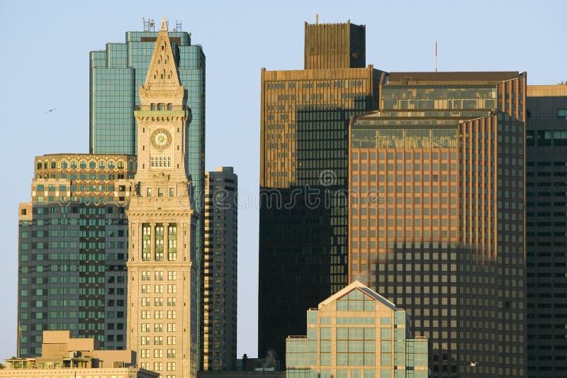 L'horizon de tour et de Boston d'horloge de bureau de douane au lever de soleil, comme vu de Boston du sud, le Massachusetts, Nou photo stock