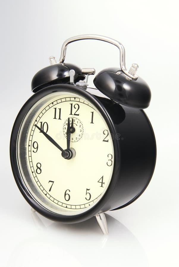 L'horloge d'alarme a placé à dix à douze photographie stock libre de droits