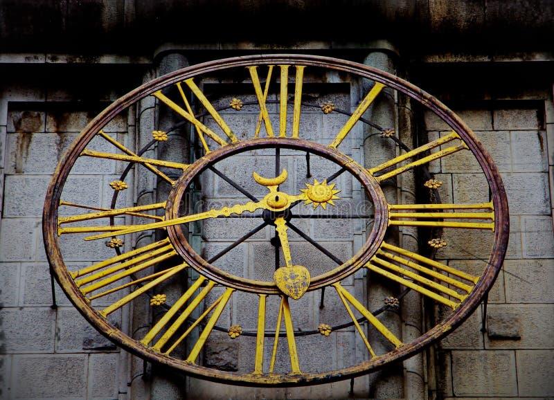 L'horloge d'or d'indicateur photos libres de droits