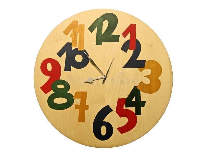 L'horloge en bois avec des numéros de couleur a isolé photos libres de droits