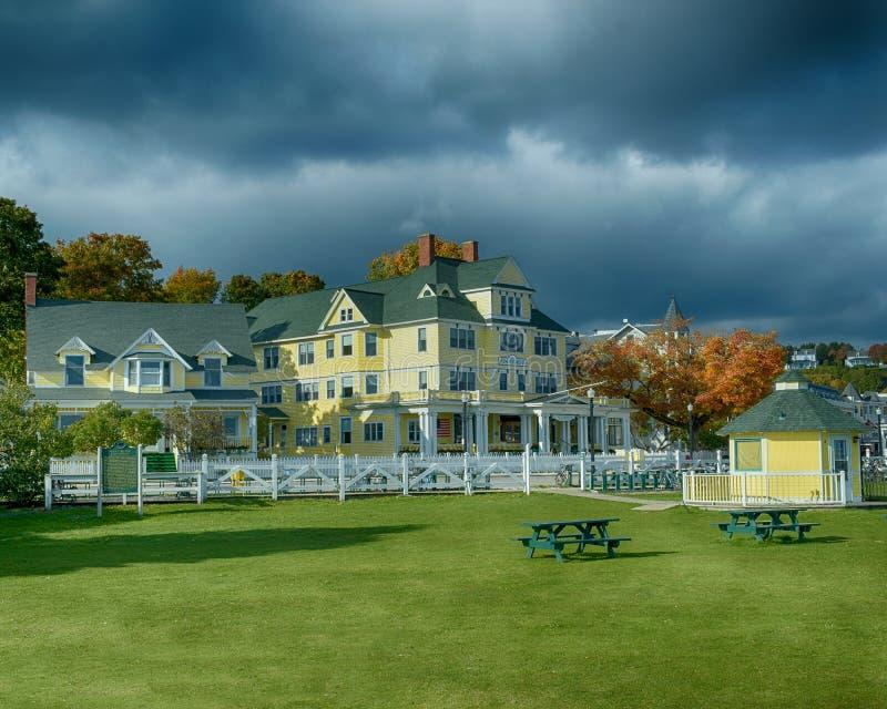 L'hotel di Windermere un giorno ventoso ad ottobre immagini stock libere da diritti