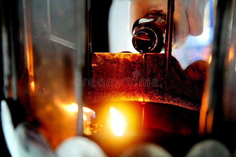 L'huile complètent une lampe pour s'allumer et pour l'usage dans l'encens photographie stock