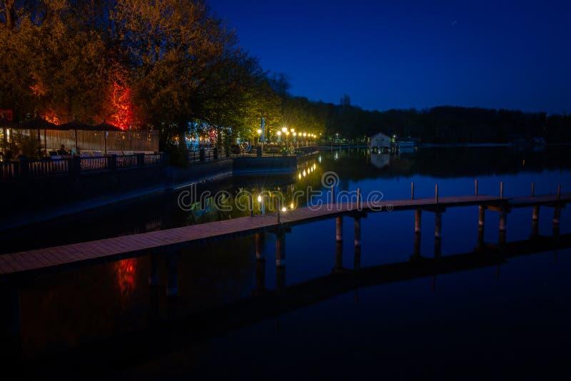 L'humeur de nuit dans Stegen suis humeur de GermanyNight de la Bavière d'Ammersee dans Stegen suis la Bavière Allemagne d'Ammerse photos stock