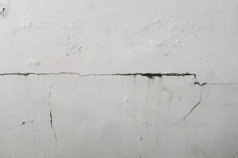 L'humidité excessive peut causer le mur de peinture de moule et d'épluchage, tel que des fuites d'eau de pluie ou des fuites de l photographie stock libre de droits