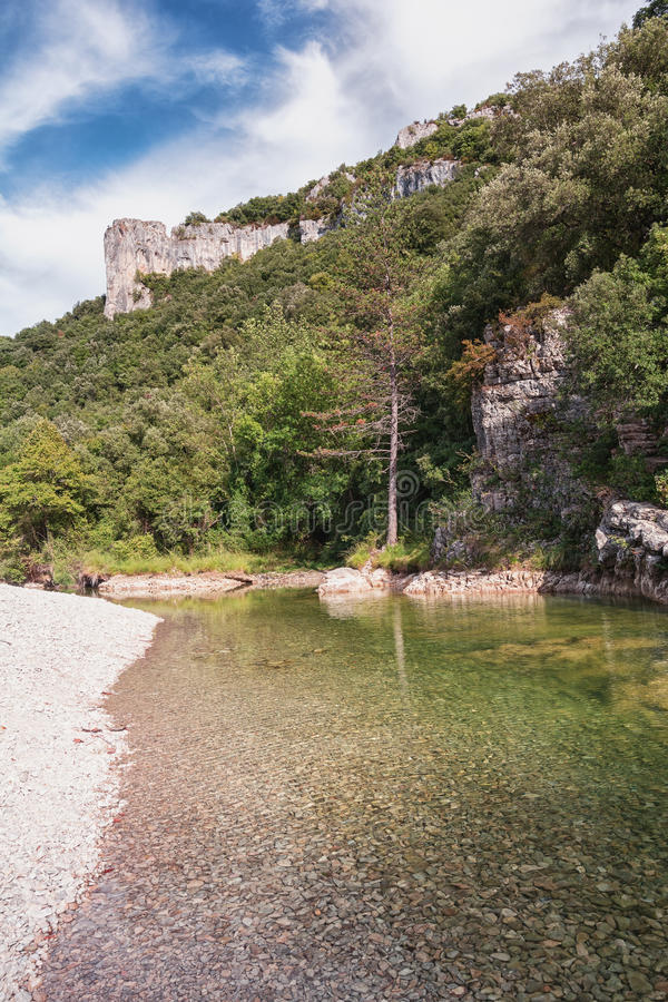L ` Ibie bergrivier in het Ardèche-gebied van Frankrijk royalty-vrije stock fotografie
