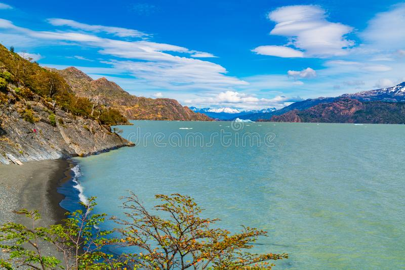L'iceberg interrompent Grey Glacier et le flottement dans Grey Lake en parc national de Torres del Paine photos libres de droits
