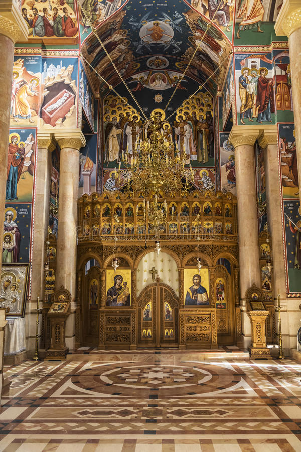 L'iconostase de la nativité roumaine d'église orthodoxe de la vierge à Jéricho images stock