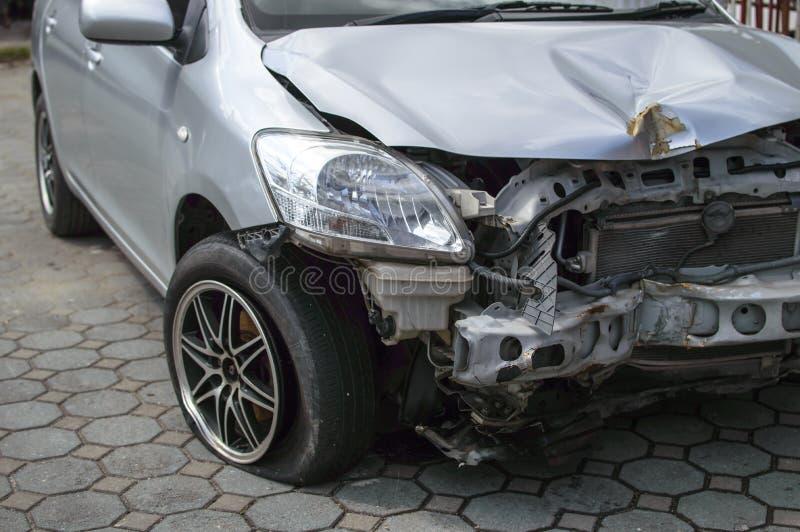 l'illustration de véhicule des accidents 3d a isolé le blanc rendu image stock