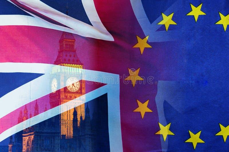 L'image conceptuelle de BREXIT de l'image de Londres et les drapeaux du R-U et de l'UE ont recouvert symboliser l'accord et l'aff photo libre de droits