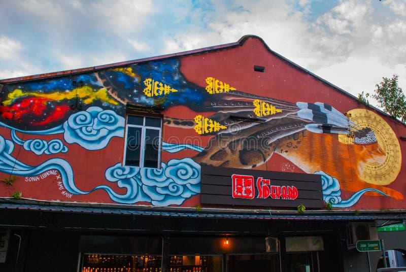 L'image d'un chat La maison sur la rue a peint des couleurs, graffiti multicolore Kuching sarawak borneo malaysia photos stock