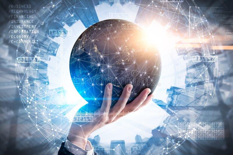 L'image de double exposition de la prise d'homme d'affaires l'hologramme virtuel en main et élément de cette image a fourni par l illustration stock