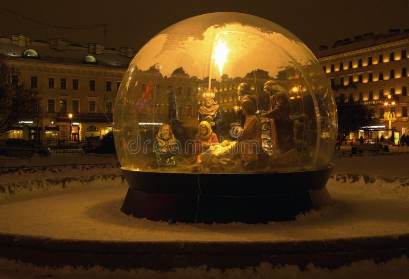L'image du repaire de Noël sur la rue de ville image libre de droits