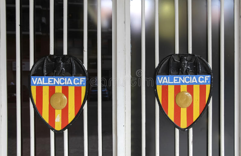 L'image du Valencia CF sur des portes du stade de Mestalla photo libre de droits