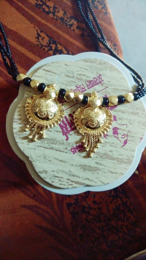 L'image indienne de bijoux est or images libres de droits