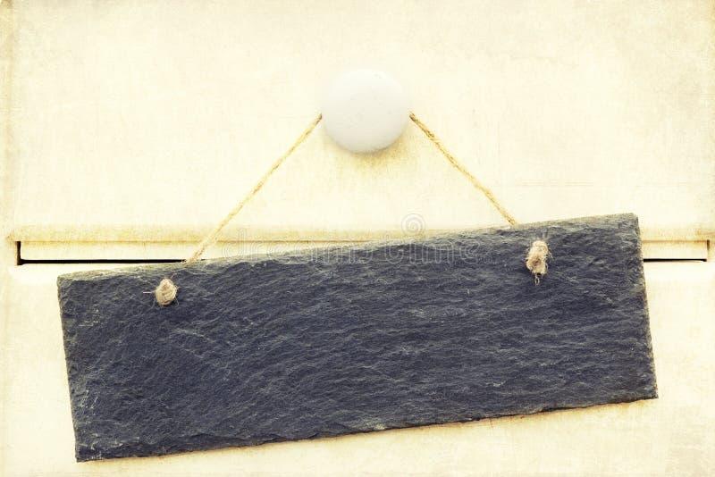L'image traitée rétro par croix de l'ardoise se connectent le bois photographie stock libre de droits