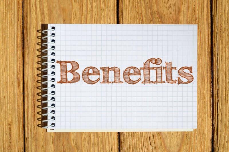 L'immagine composita dell'immagine digitale dei benefici manda un sms a illustrazione vettoriale