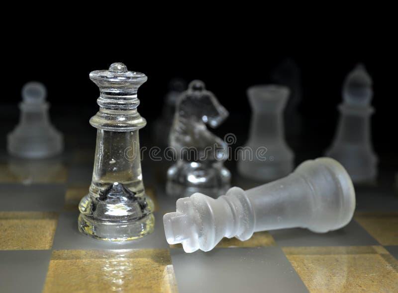 La regina del gioco di scacchi dà scacco matto fotografia stock libera da diritti