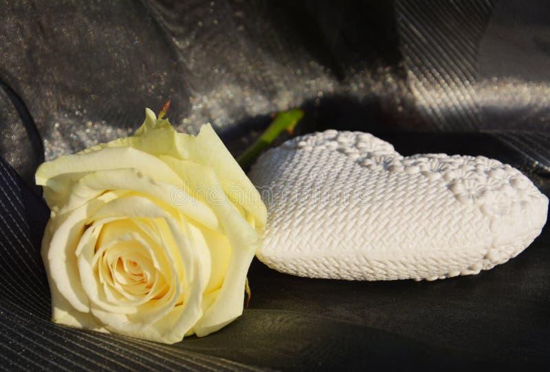 L'immagine romantica, cuore ed è aumentato fotografie stock libere da diritti