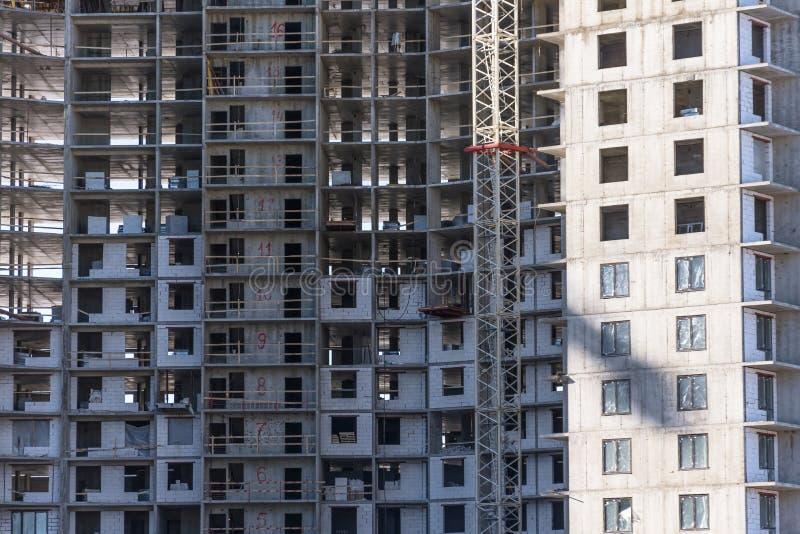 L'immeuble en construction et les immobiliers résidentiels, se ferment vers le haut de la vue photo stock