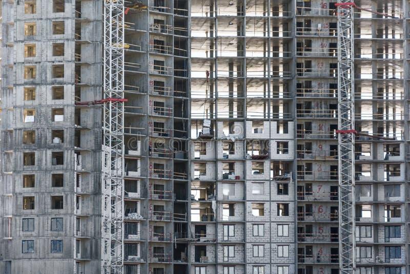 L'immeuble en construction et les immobiliers résidentiels, se ferment vers le haut de la vue photos libres de droits
