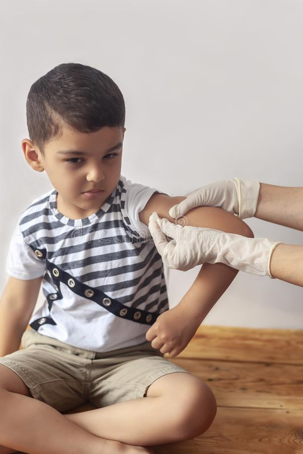 L'immunisation de l'enfant, la vaccination des enfants, concept de santé images libres de droits