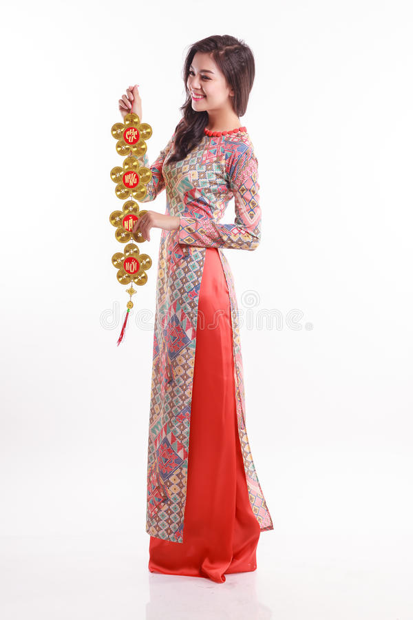 L'impression de port ao Dai de belle femme vietnamienne jugeant chanceux décorent l'objet photographie stock