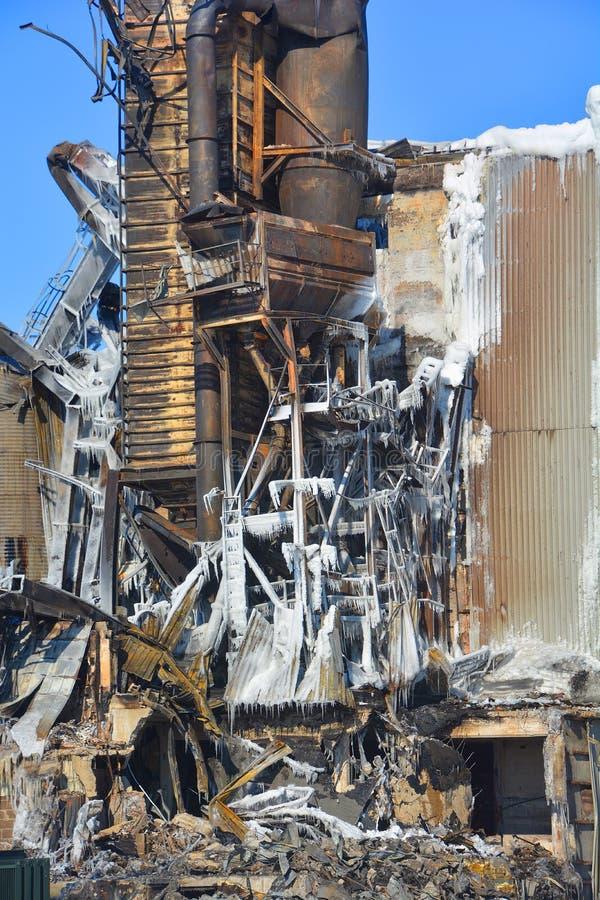 L'incendie de conséquence détruit le moulin photographie stock