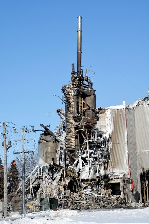 L'incendie de conséquence détruit le moulin photographie stock libre de droits