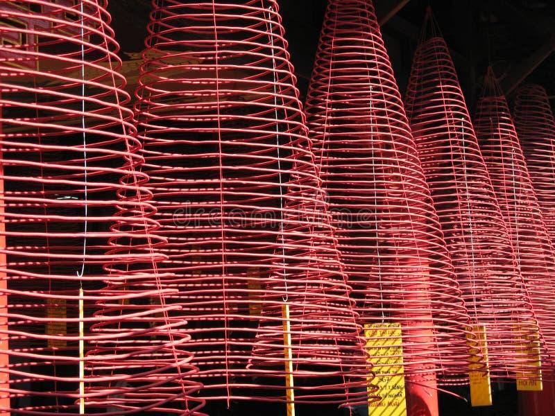 L'incenso si arrotola in Assemblea corridoio, Hoi, Vietnam di Phuoc Kien fotografia stock