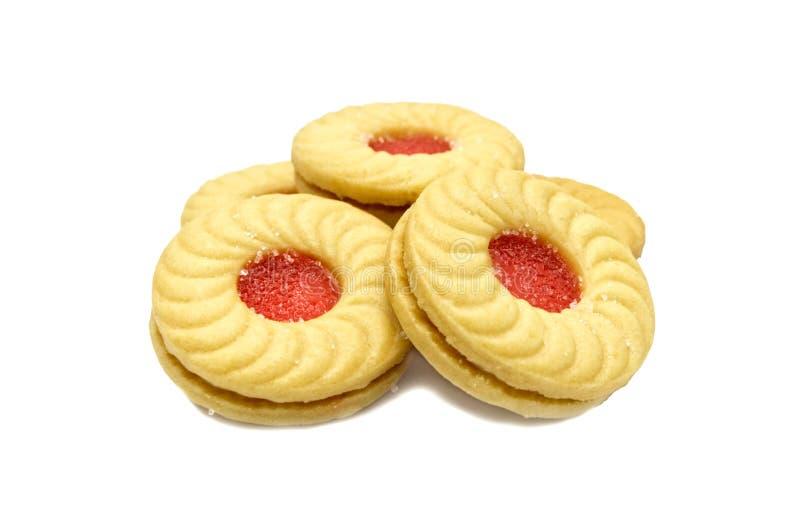 L'inceppamento aromatizzato litchi sanwiched fra due biscotti crema, isolati su fondo bianco fotografia stock